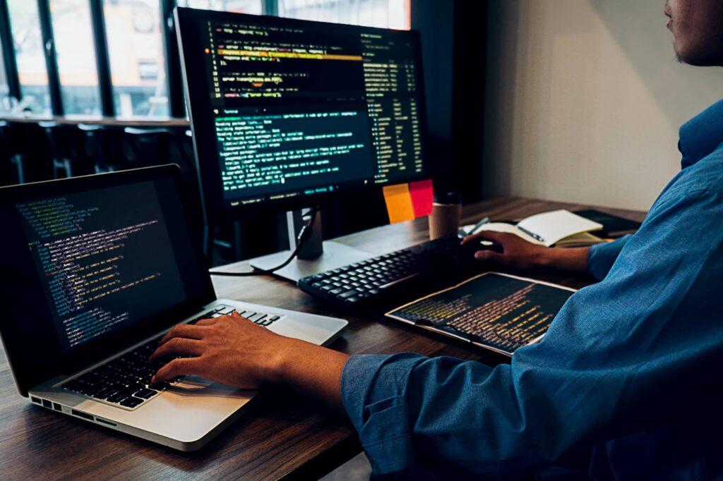 software-developer-vs-web-developer